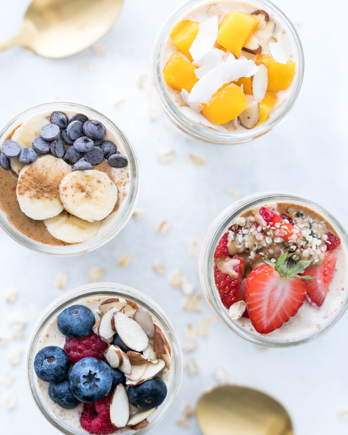 Easy Overnight Oats - Healthy recipe that can be used with countless toppings and flavor combinations! Made using rolled oats, Greek yogurt, almond milk, coconut nectar, vanilla, and cinnamon. With instructions for turning this single serving into a 4-Day Breakfast Meal Prep!  ♥   freeyourfork.com