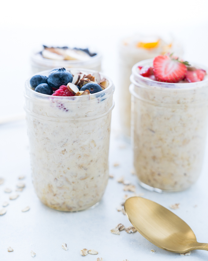 Easy Overnight Oats - Healthy recipe that can be used with countless toppings and flavor combinations! Made using rolled oats, Greek yogurt, almond milk, coconut nectar, vanilla, and cinnamon. With instructions for turning this single serving into a 4-Day Breakfast Meal Prep!  ♥ | freeyourfork.com