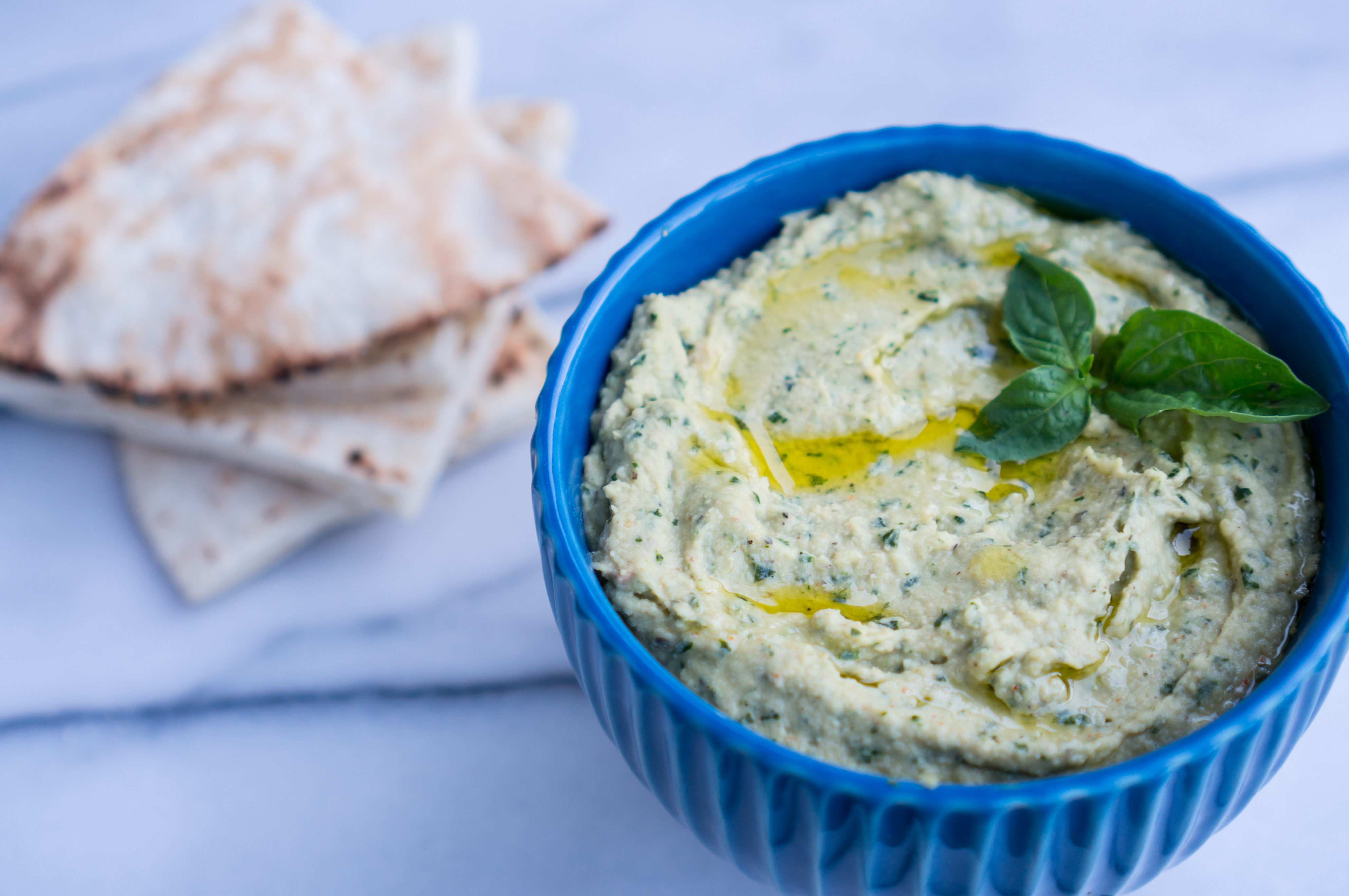 Lemon Basil Hummus – Simple recipe for healthy, homemade Lemon Basil Hummus! Just blend chickpeas, creamy tahini, fresh basil leaves, lemon juice, extra virgin olive oil, and garlic ♥ We can't stop snacking on this smooth, dreamy, creamy vegan dip! | freeyourfork.com