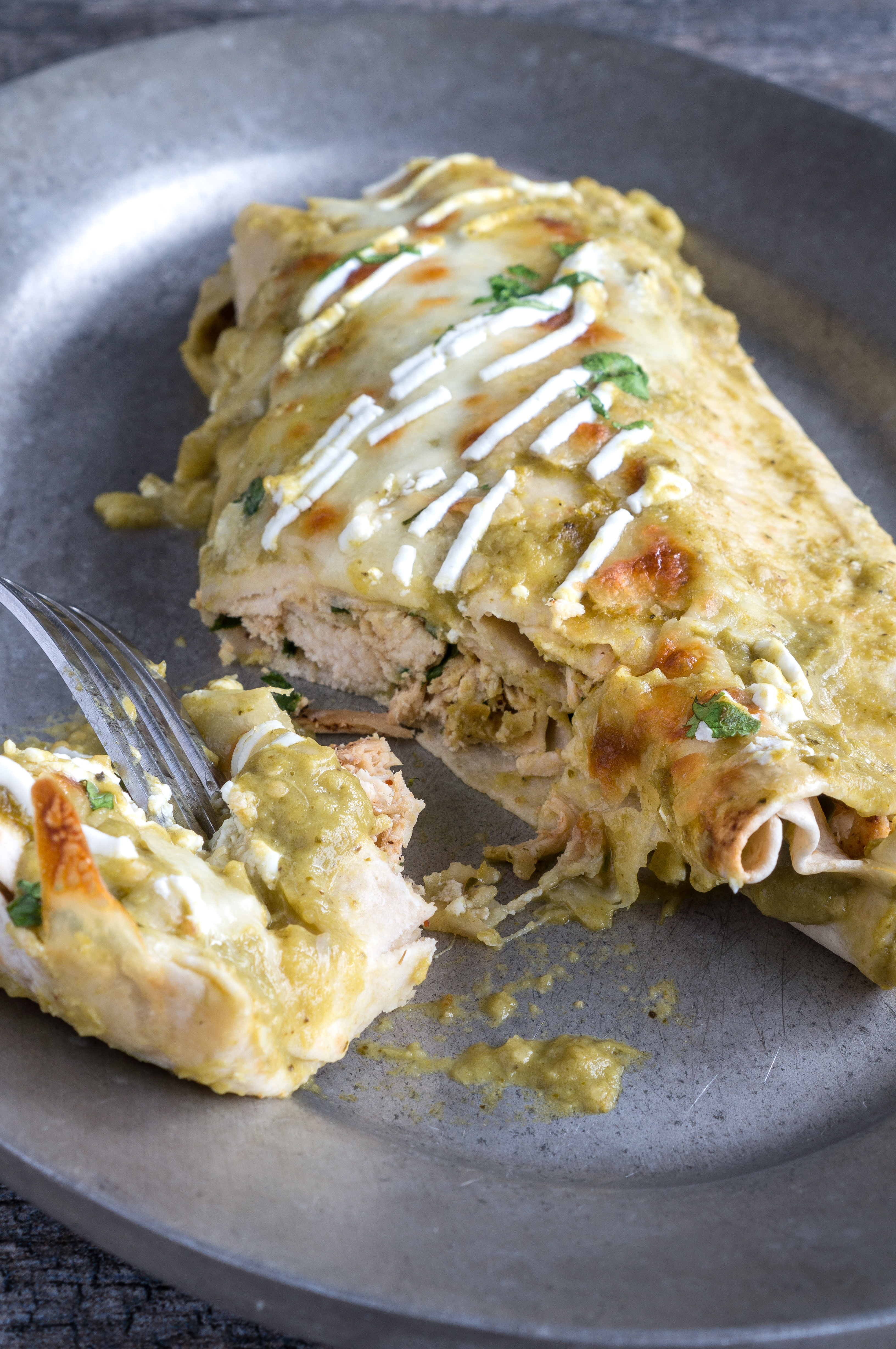 Chicken Spinach Enchiladas – Healthy recipe for Chicken Spinach Enchiladas, ready in under 30 min! Using lean chicken breasts, chopped spinach, low fat cheese, soft tortillas, and a homemade creamy tomatillo green sauce. We love topping these cheesy enchiladas with fresh cilantro, a drizzle of greek yogurt, and sliced avocado. This bake-ahead dish is great for quick weeknight dinners! ♥ | freeyourfork.com