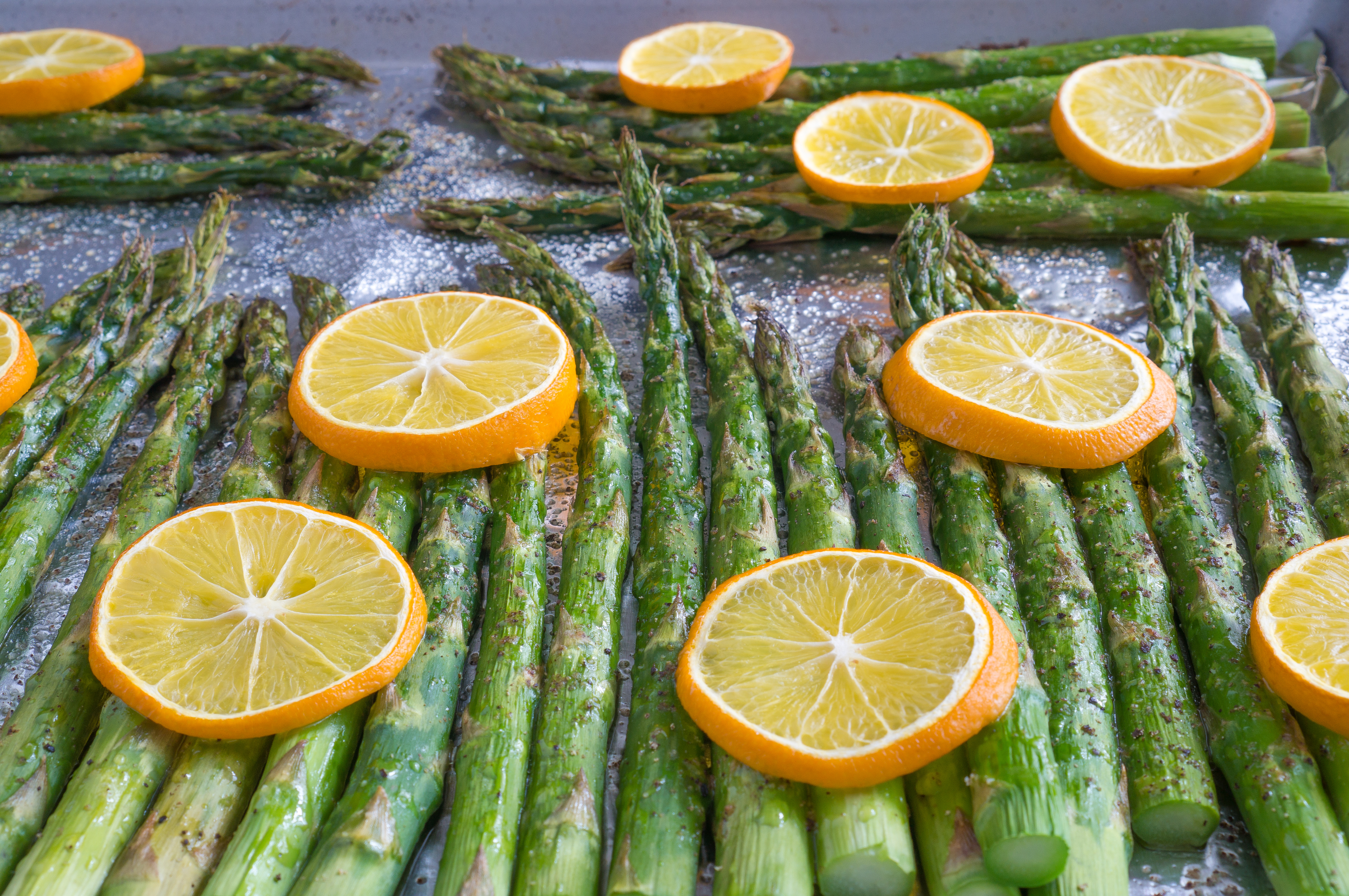 Baked Lemon Pepper Asparagus – Simple recipe for Baked Lemon Pepper Asparagus using fresh asparagus, extra virgin olive oil, salt, pepper, and fresh lemon slices. All you need is a hot oven, 5 ingredients, a sheet pan, and 20 minutes. We love making this part of our healthy weekly meal prep! Gluten free, vegan, & paleo-friendly. ♥ | freeyourfork.com