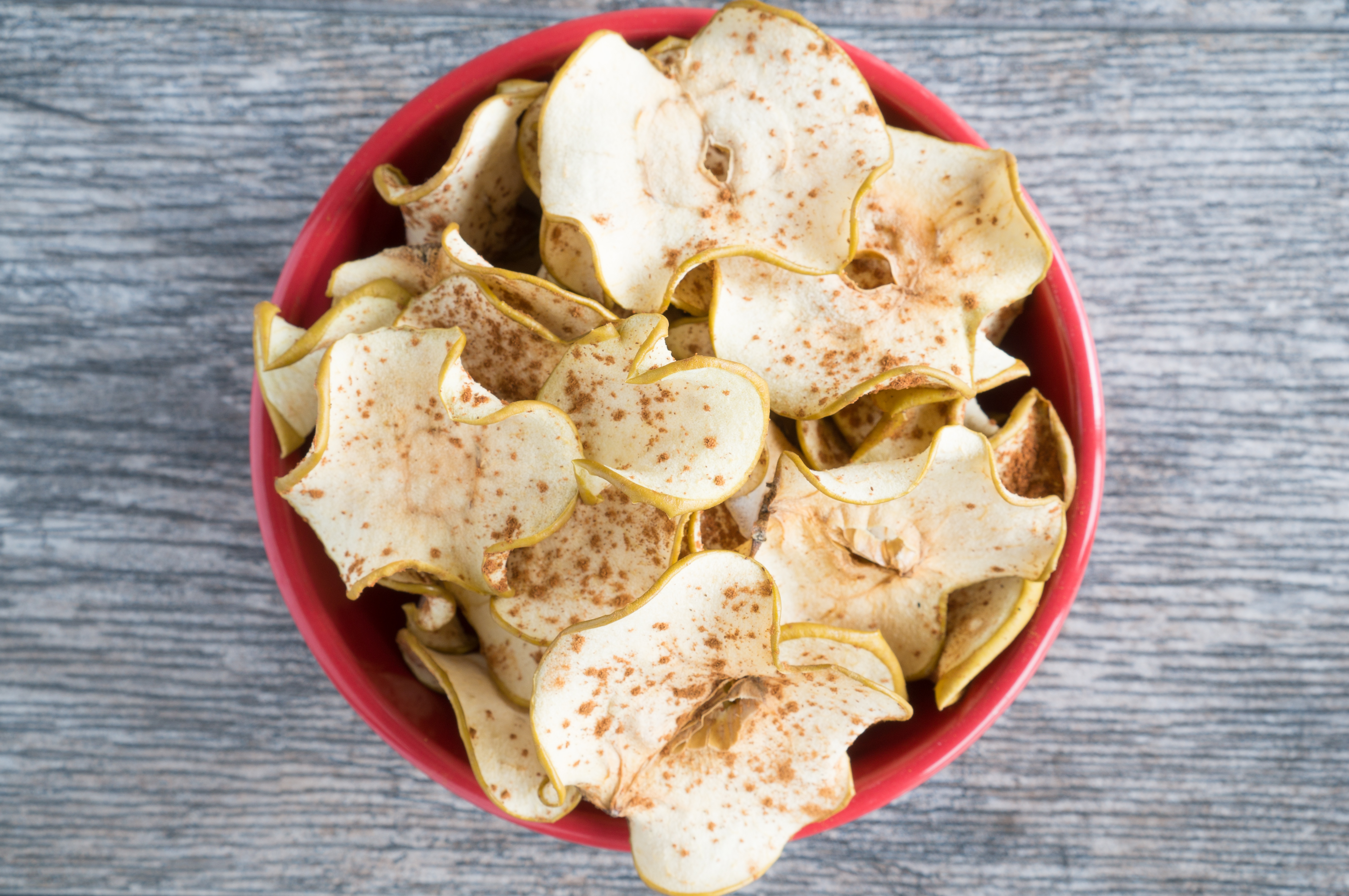 Cinnamon Spiced Apple Chips - Simple, 2-ingredient recipe for homemade Cinnamon Spiced Apple Chips. We love that this naturally sweet, healthy snack uses only whole apples and a sprinkle of cinnamon! Paleo-friendly, gluten-free, sugar-free & vegan ♥ | freeyourfork.com