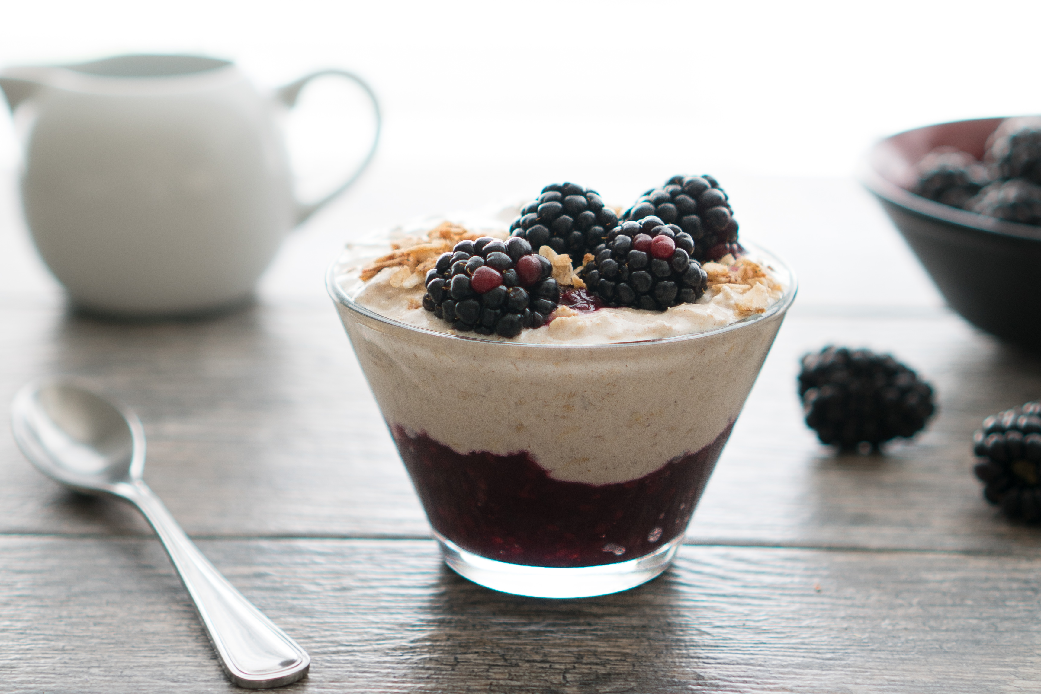 Blackberry Pie Overnight Oats – Easy make-ahead breakfast or sweet preworkout snack! This recipe for Blackberry Pie Overnight Oats is high-protein & gluten-free. With creamy Greek yogurt, almond milk, cinnamon, vanilla, maple syrup, & homemade blackberry jam.♥ | freeyourfork.com