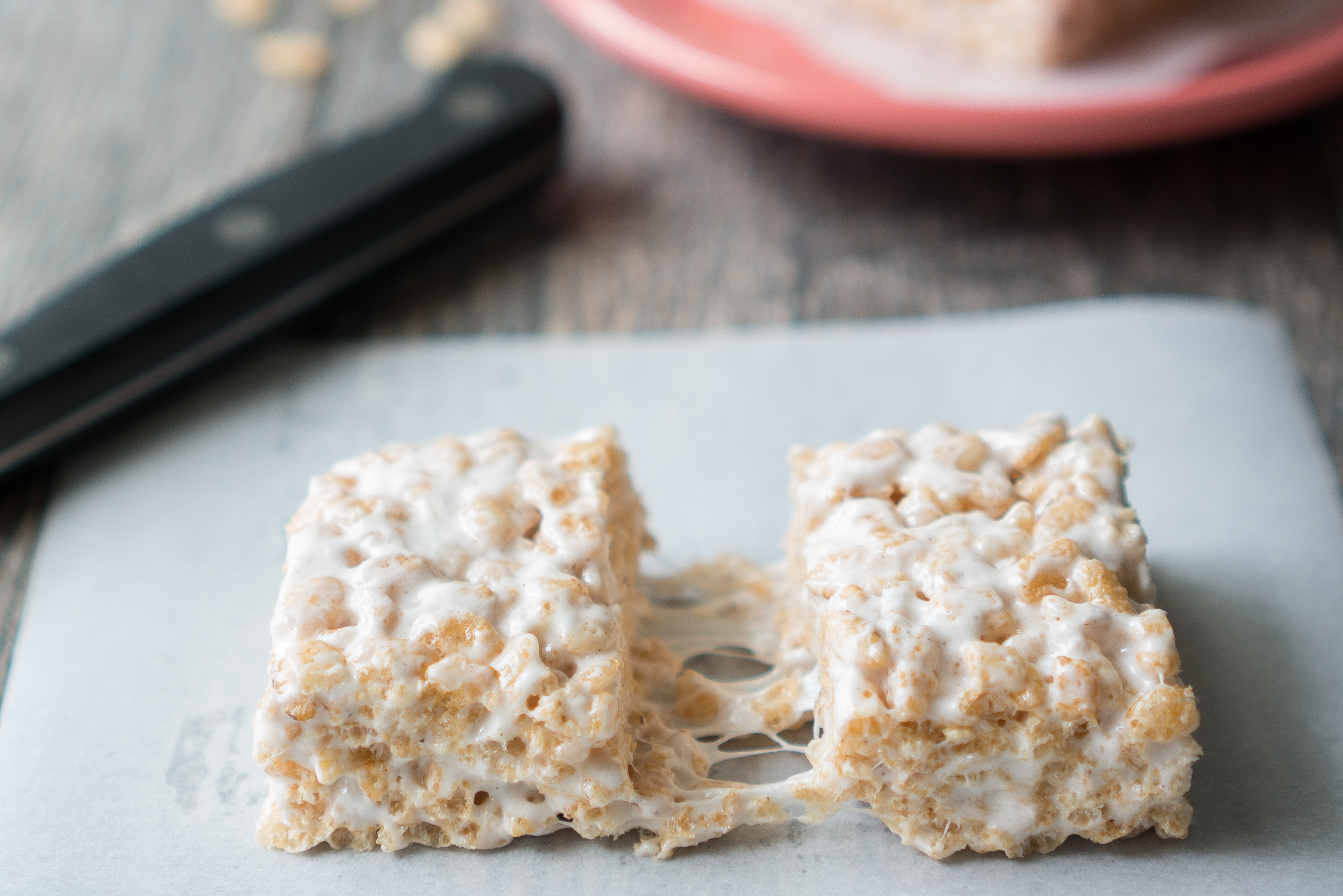 Cardamom Rice Krispie Treats – Simple recipe for Cardamom Rice Krispie Treats, gluten-free & vegan friendly. You'd never know that these use coconut oil instead of butter & brown rice cereal. A twist on the classic gooey marshmallow square with vanilla, cardamom, cinnamon, and salt! ♥   freeyourfork.com