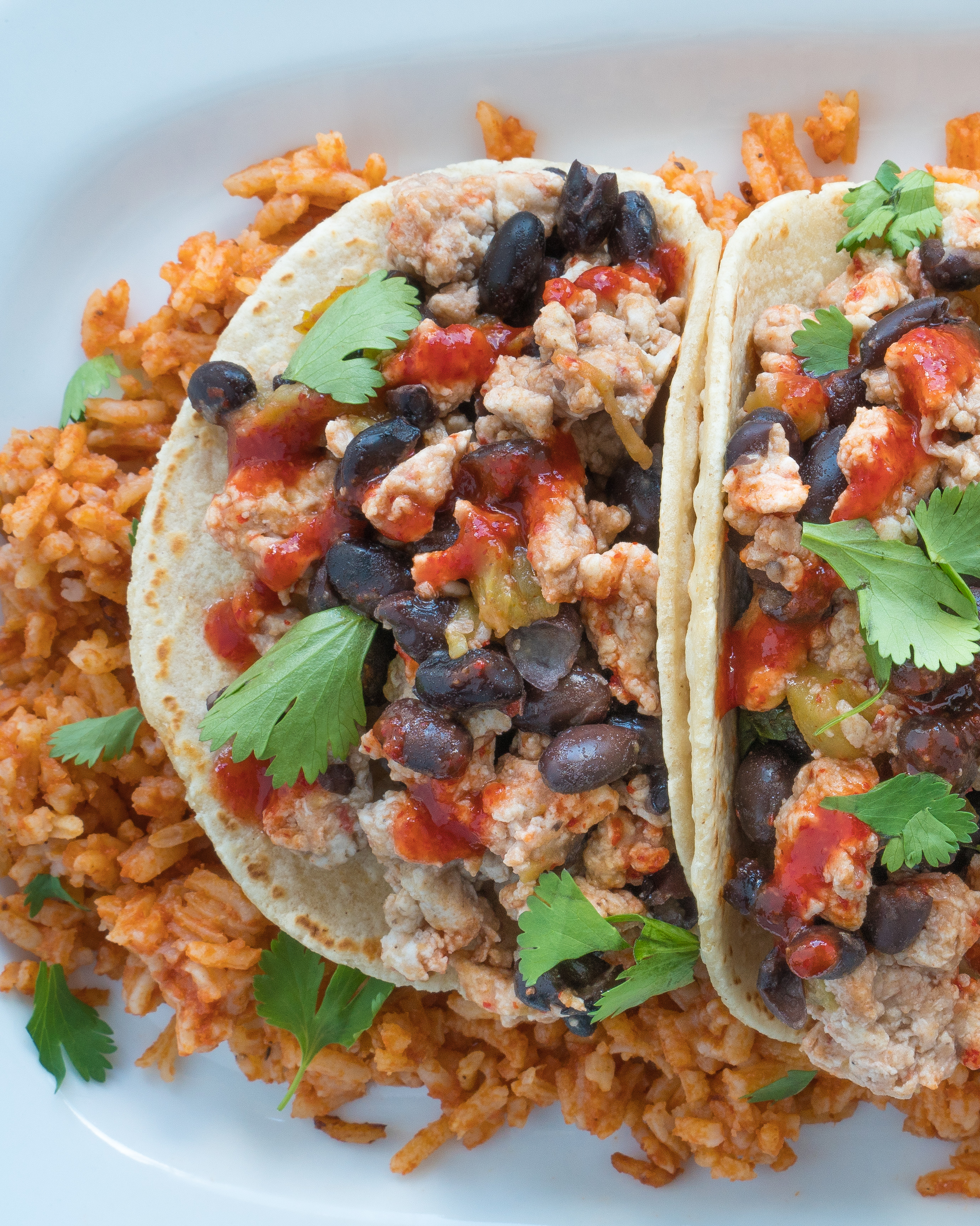 Southwestern Breakfast Tacos – Simple, healthy recipe for Southwestern Breakfast Tacos! This high-protein brunch dish uses egg whites, green hatch chiles, black beans, and shredded cheese with flavors of tomato, coriander, & chili garlic paste. We love that this gluten-free & vegetarian friendly recipe comes together in just 10 minutes! ♥ | freeyourfork.com