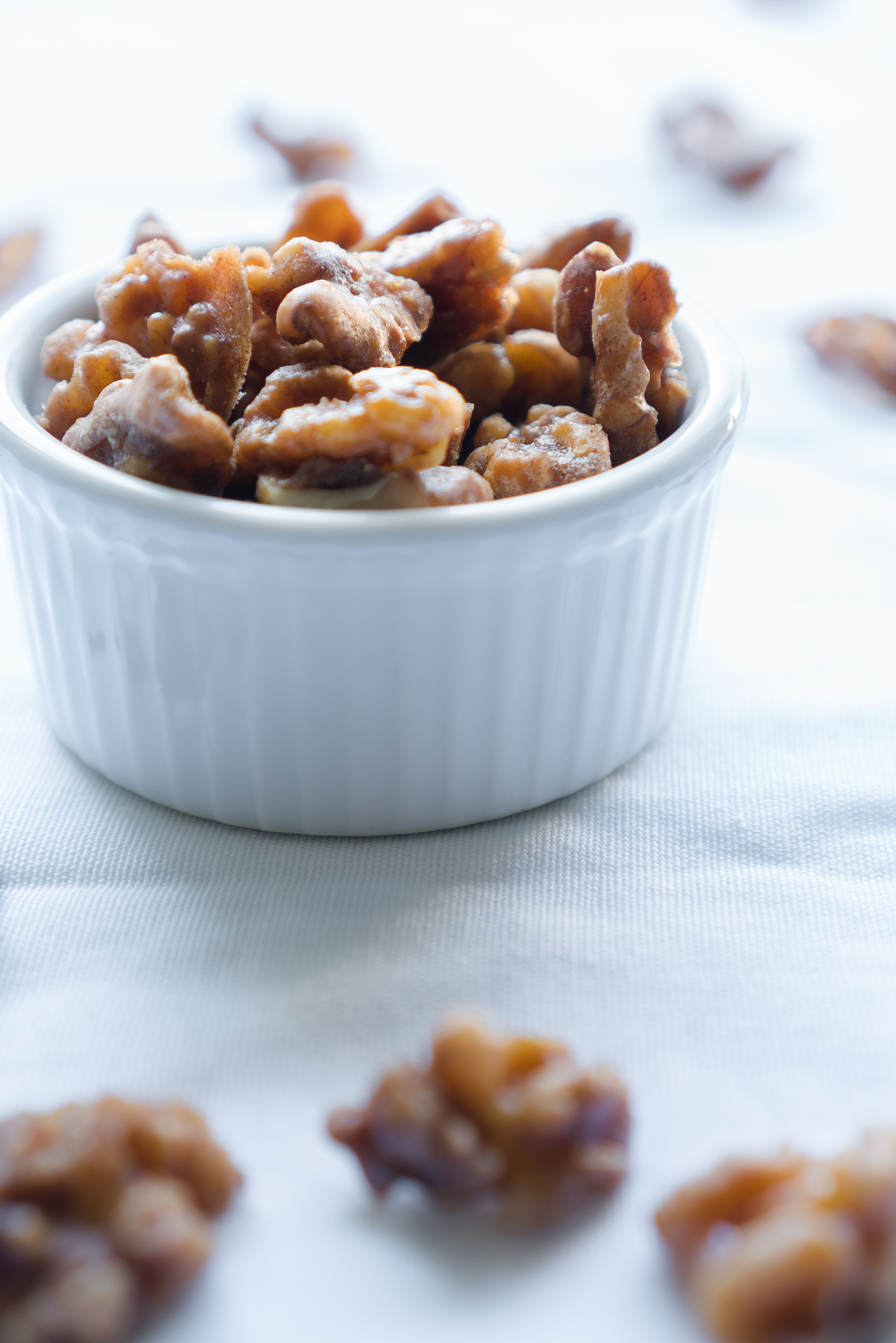 Maple Glazed Walnuts – Easy 5-min recipe for Maple Glazed Walnuts! Naturally sweetened with no added oil using just walnuts, maple syrup, cinnamon, salt, and cayenne. Enjoy as a topping for salads, yogurt parfaits, or as a snack all on their own! ♥ | freeyourfork.com