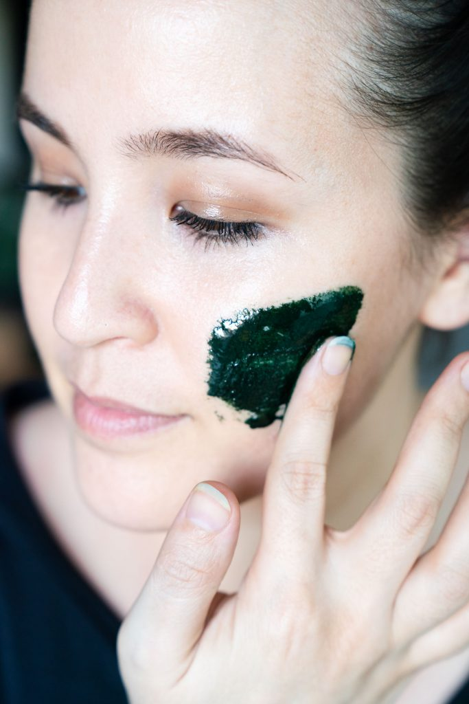 Lauren Kenson - Holistic Health Coach - Free Your Fork - Applying DIY Spirulina Face Mask